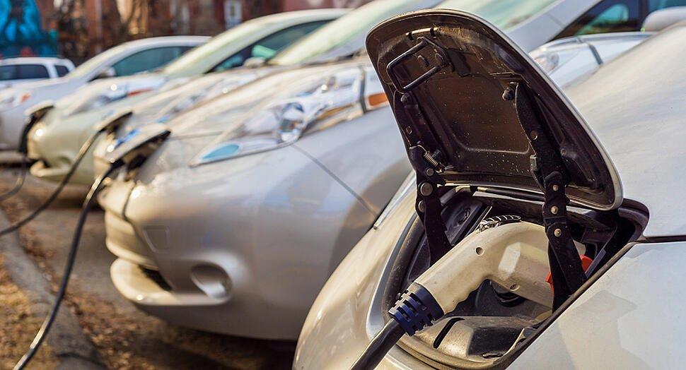 HS2021-The complete guide to charging your EV in public-1